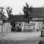 Białowieża Drewniane zabudowania wiejskie 1918-1939. Zdjęcie ze zbiorów NAC