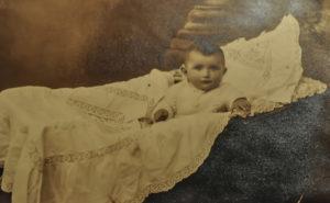 Rachela Barchat, zdjęcie wysłane przez matkę Matyldę Lerenkind z Białowieży bratu Aaronowi mieszkającemu w Wołkowysku w 1930 roku. Zdjęcie Amira Bergera.