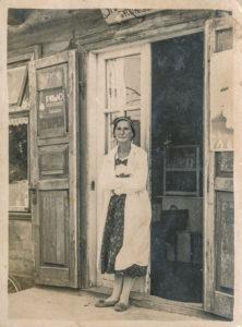 Sarenka, właścicielka knajpy w Białowieży w dzielnicy Krzyże, Ocalona. Zdjęcie ze zbiorów  Niny Ławrysz (3)