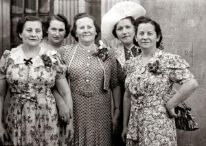 Siostry Feldbaum od lewej Roza, Klara, Paulina, Anna, Rachela. 1940 USA. Zdjęcie ze zbiorów rodziny