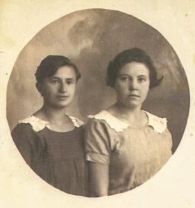 Szejna Halperin (z lewej). Zdjęcie ze zbiorów rodziny