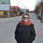 Yael Peer, córka Szejny Halperin z Białowieży na ul. Waszkiewicza, gdzie Szejna mieszkała, 2016. Zdjęcie Katarzyna Winiarska