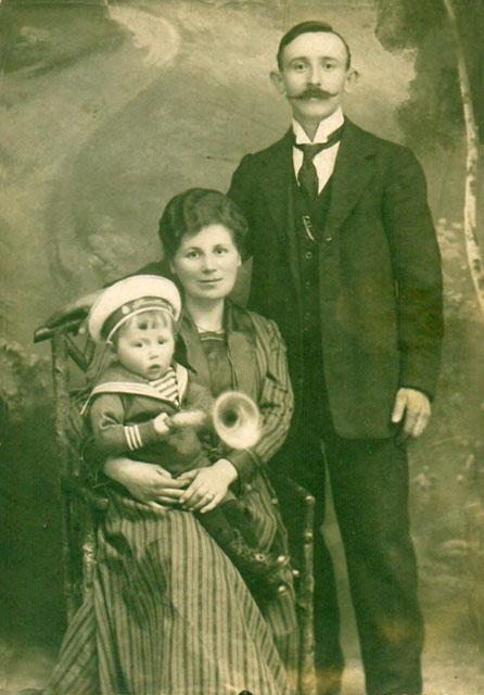 Herszel Feldbaum z zoną Emilią i synem Arturem ok 1921