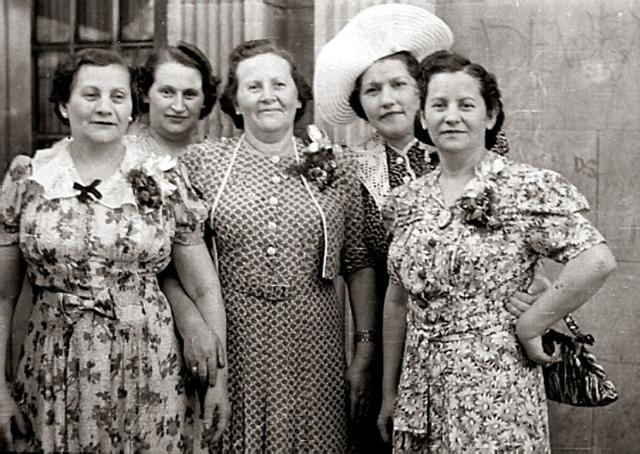 siostry Feldbaum w 1940 w Stanach od lewej Roza, Klara, paulina, Anna, Rachela