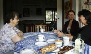 Wywiad z Yael Peer, córką Szejny Halperin z Białowieży, oraz wnuczką Szejny, Vered Peer. Moszaw Lakisz.