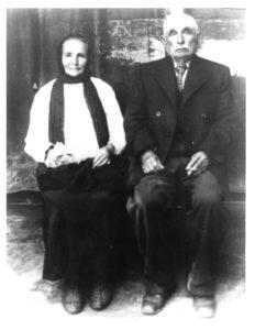 Abraham i Beila Burnstein w Białowieży. Zdjęcie ze zbiorów Yad Vashem.